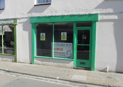 Spacious lock-up shop unit, Town Centre