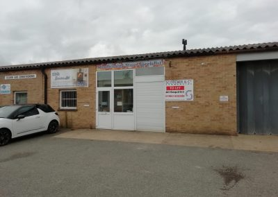 A mid-terrace workshop unit, available to lease from October 2020.