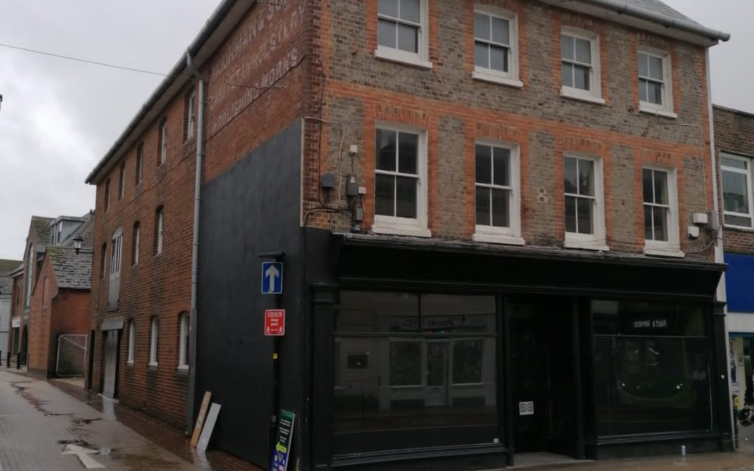 A Town Centre former coffee shop premises, prime-located and available now on a new lease.