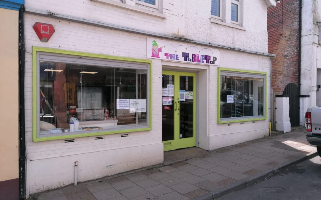 A prominent and well-located lock-up shop premises – available leasehold.
